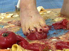 かずみちゃんのフードクラッシュ 靴・ソックス・裸足